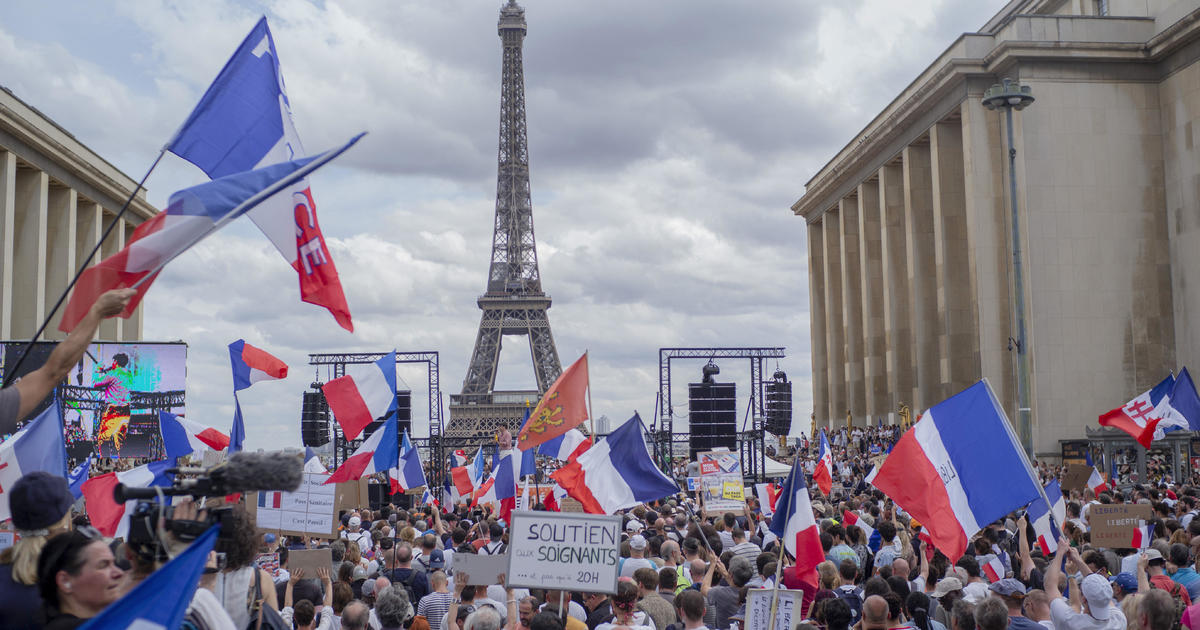 French parliament approves restaurant COVID move and vaccine guidelines regardless of protests