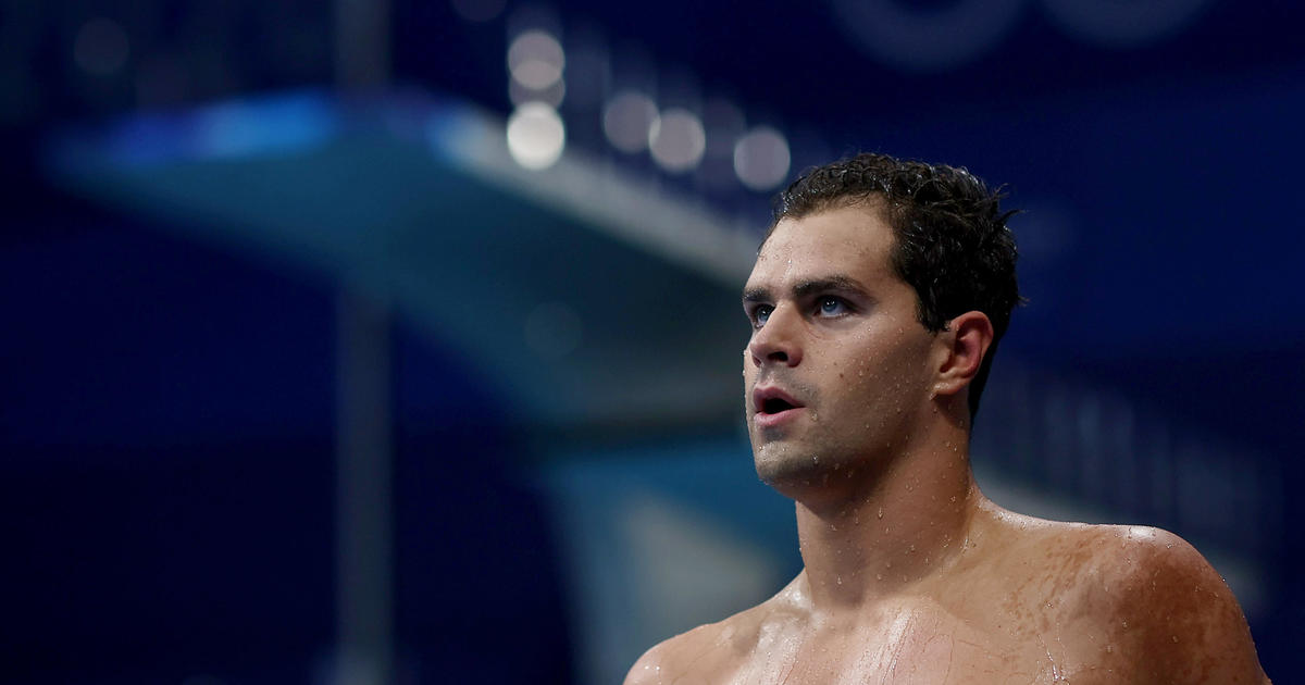 Unvaccinated U.S. swimmer Michael Andrew refuses to wear mask while talking to reporters