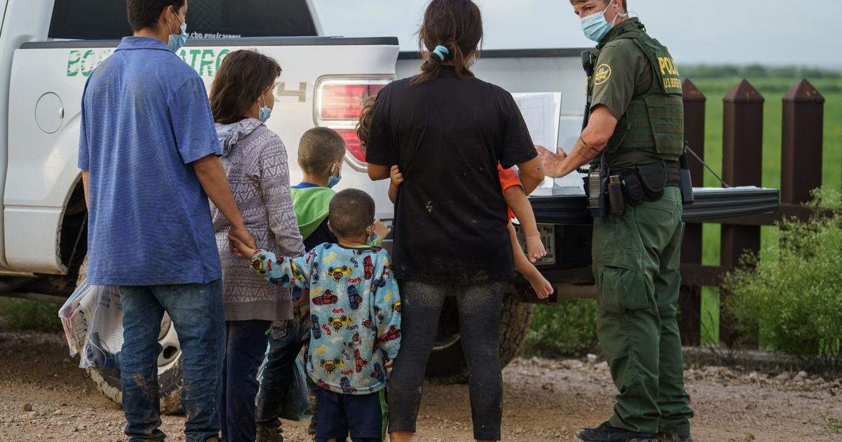 U.S. extends migrant expulsion policy, citing Delta variant and surge in border crossings