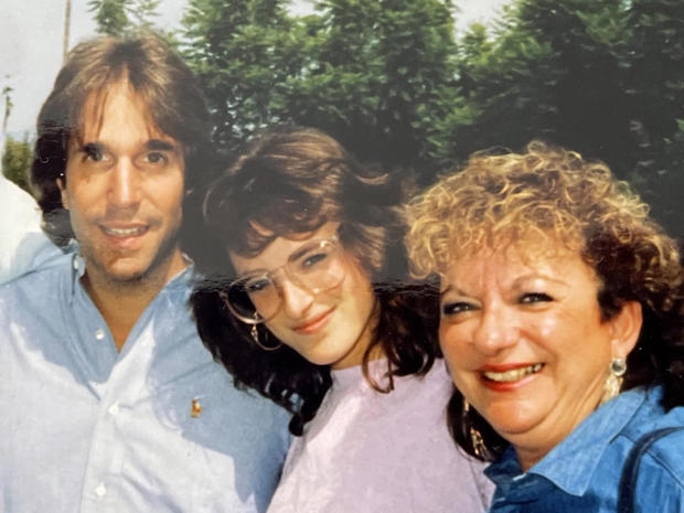 marlee-matlin-with-henry-winkler-and-wife-stacey.jpg