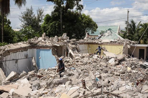 Haiti Quake Death Toll Nears 1,300 as U.S. Deploys Search Teams