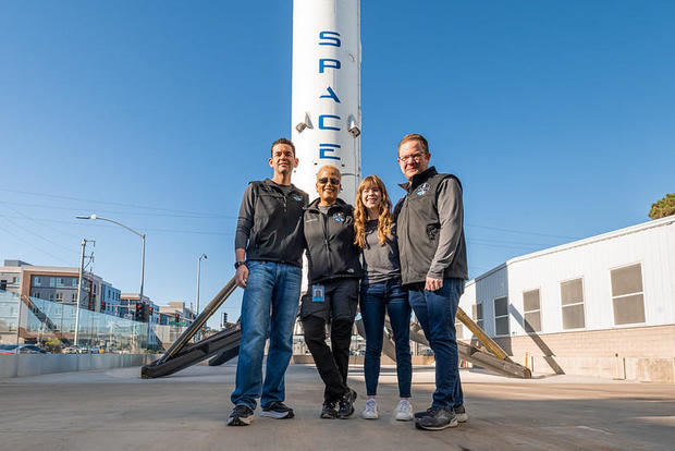 crew-rocket1.jpg