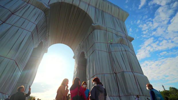 christo-wrapped-arc-de-triomphe-looking-up.jpg
