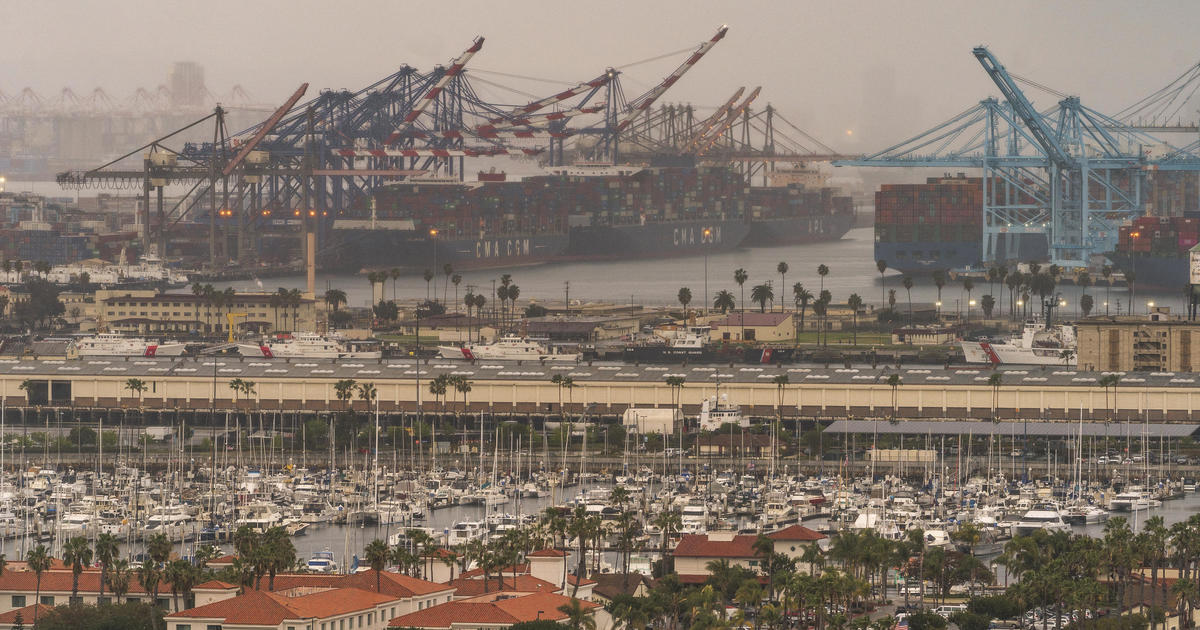 """""""If you're shopping for the holidays, start now"""": Supply chain issues worsen as California ports face record backlog – CBS News"""