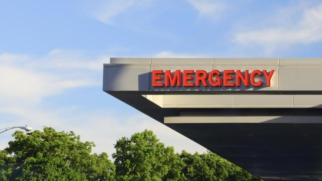 Overhead generic emergency sign at a hospital
