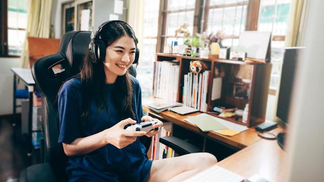 woman gaming