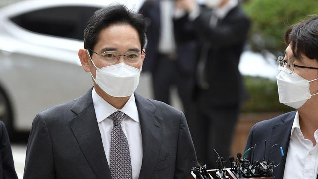 Lee Jae-yong, Samsung Group heir arrives at Seoul Central District Court to hear the bribery scandal verdict on August 25, 2017 in Seoul, South Korea